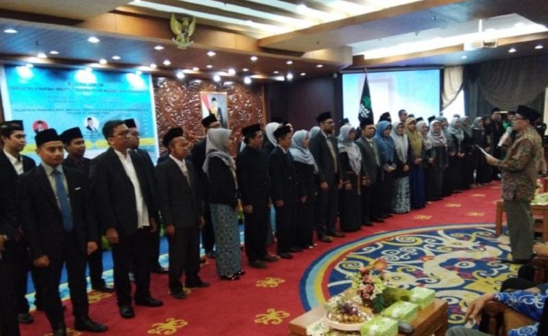 Prof. Dr. H.M Amin Suma, S.H, MA, MM Lantik Pengurus HISSI Kaltim